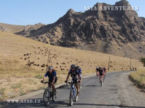 Вертолетный тур На велосипедах по Центральному Узбекистану