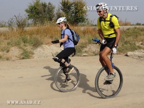 Вертолетный тур На унициклах по Узбекистану
